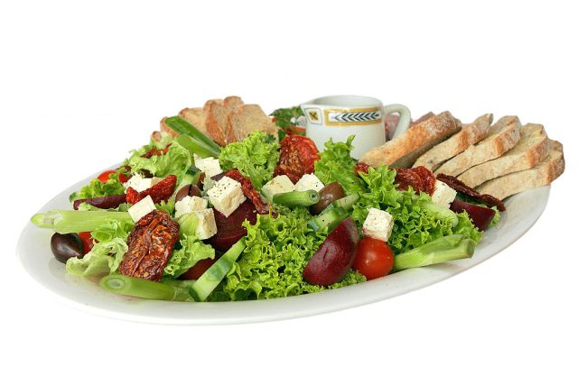 1024px-Salad_platter