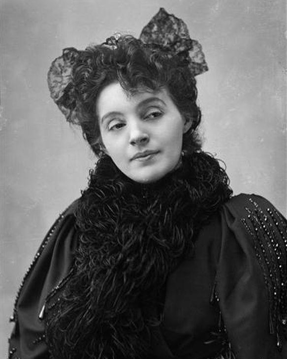 Réjane_dans_La_Parisienne_vers_1900